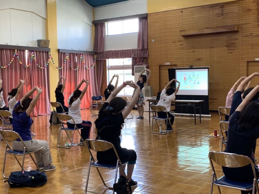 教職員向け研修「ヨガと健康セミナー」